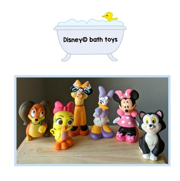 Disney  •  6 collectable bath toys